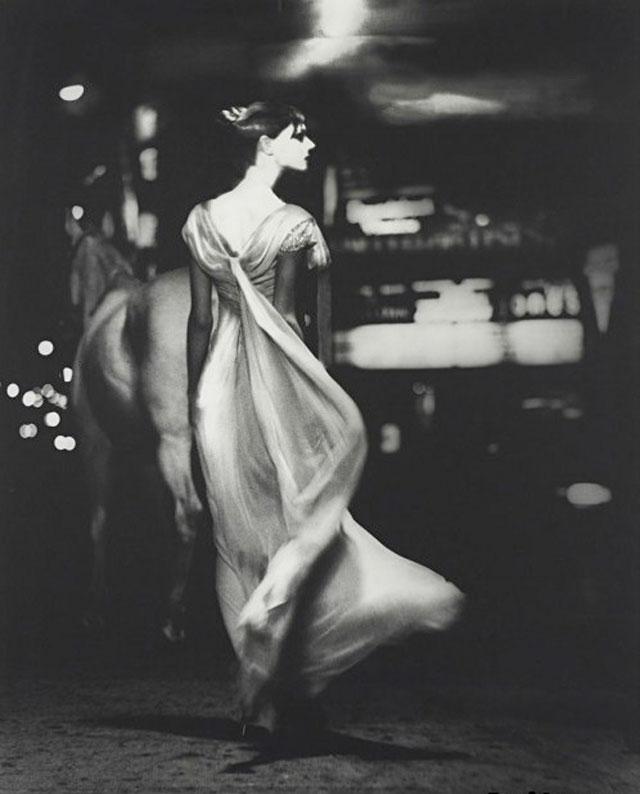 A photograph by American Jewish fashion photographer Lillian Bassman